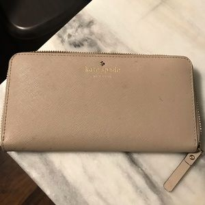 Nude wallet. Gently used. Still in good shape.